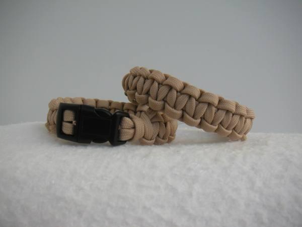 braccialetto paracord con bussola beige nuovo!
