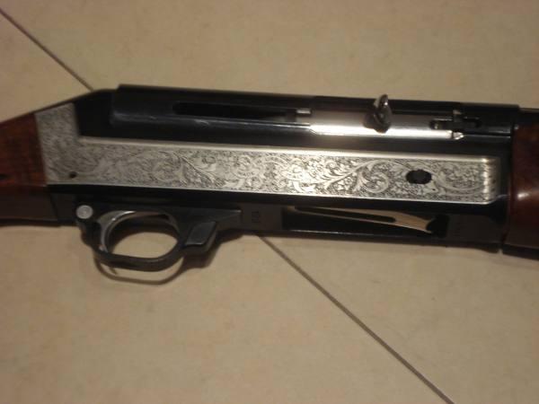 Vendesi in perfette condizioni fucile semiautomatico benelli mod